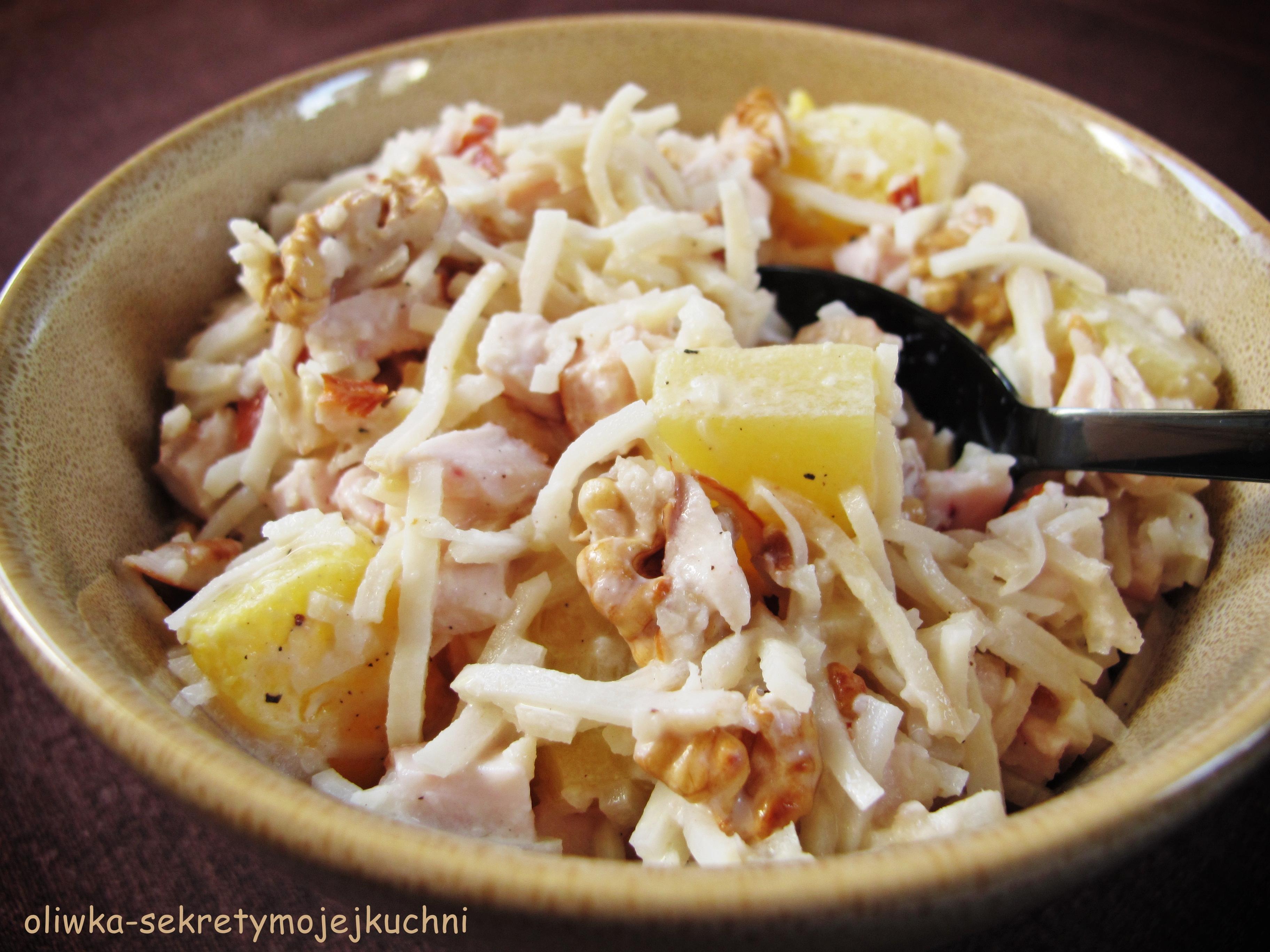 Salatka Z Wedzonym Kurczakiem Ananasem I Selerem Oliwka